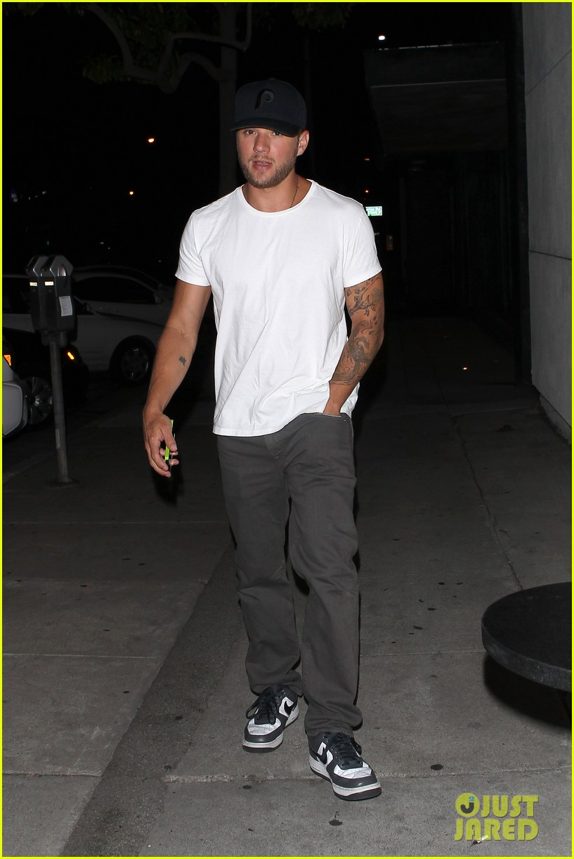 ryan phillippe dinner out after fun shreveport set day 01