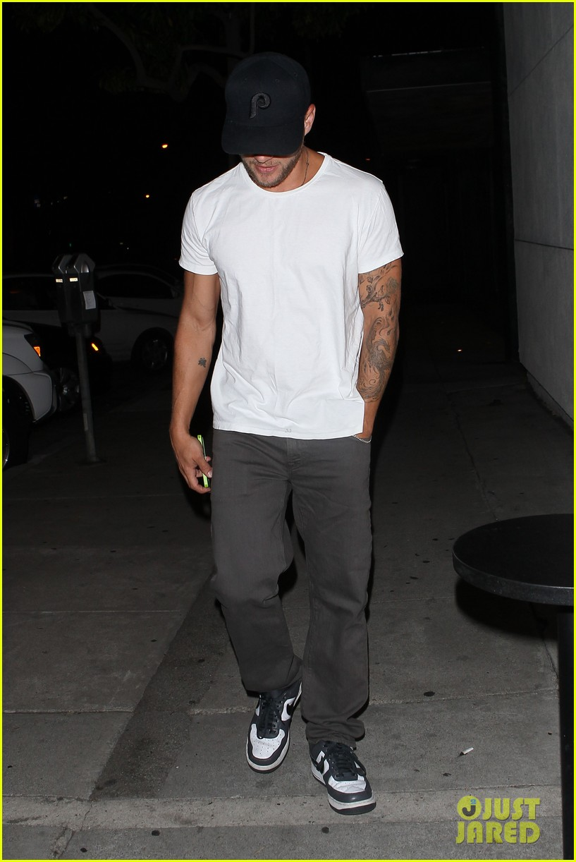 ryan phillippe dinner out after fun shreveport set day 052908466