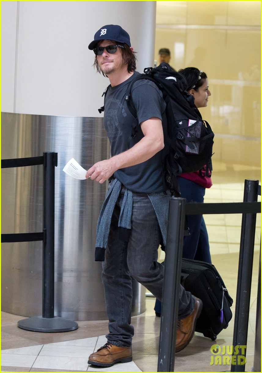 norman reedus explains arrow supply on walking dead 042916657