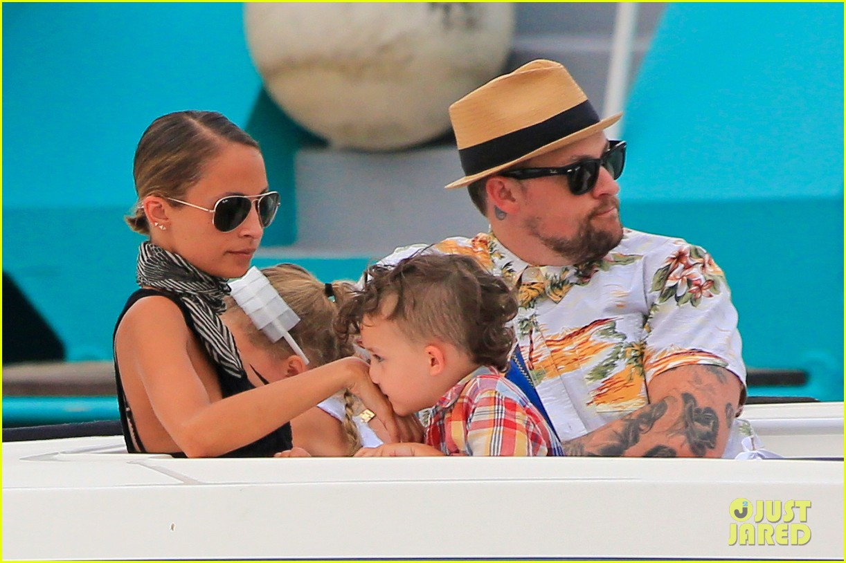 nicole richie bikini vacation with the family 02