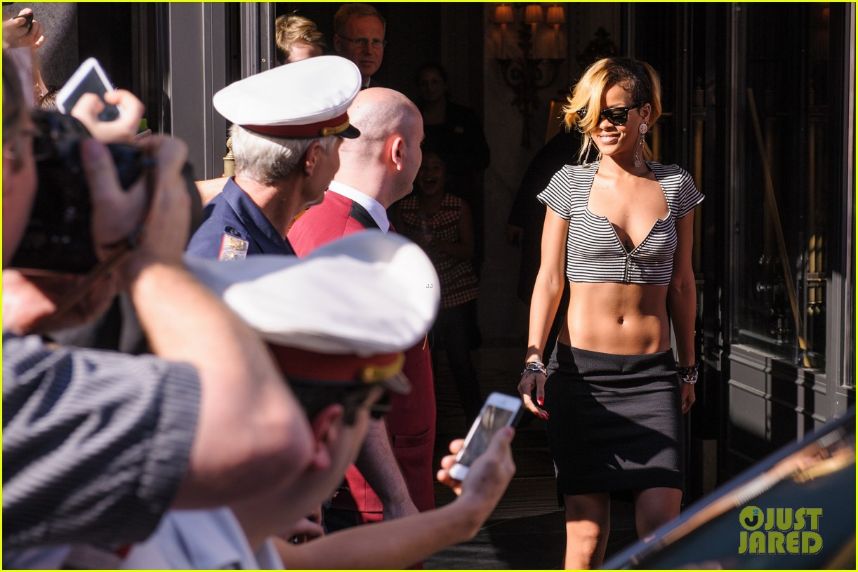 rihanna covers up while arriving in nice for diamonds tour 05