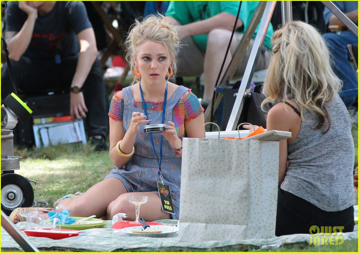 annasophia robb lindsey gort carrie samantha picnic 102920922
