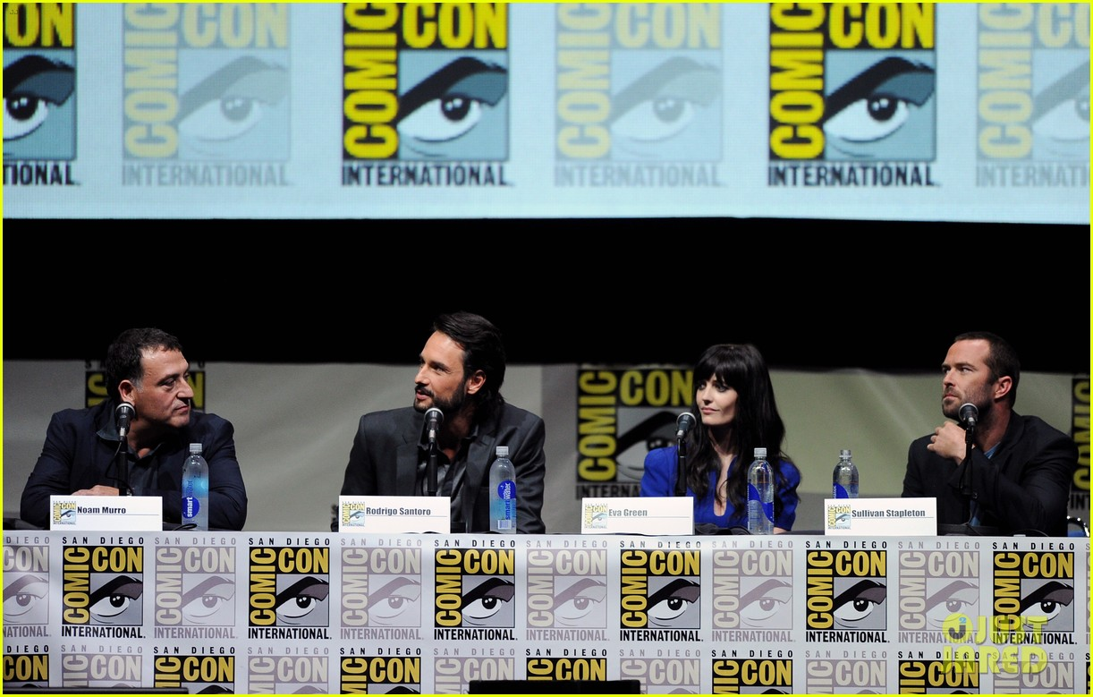 rodrigo santoro eva green 300 rise of an empire comic con panel 102913648