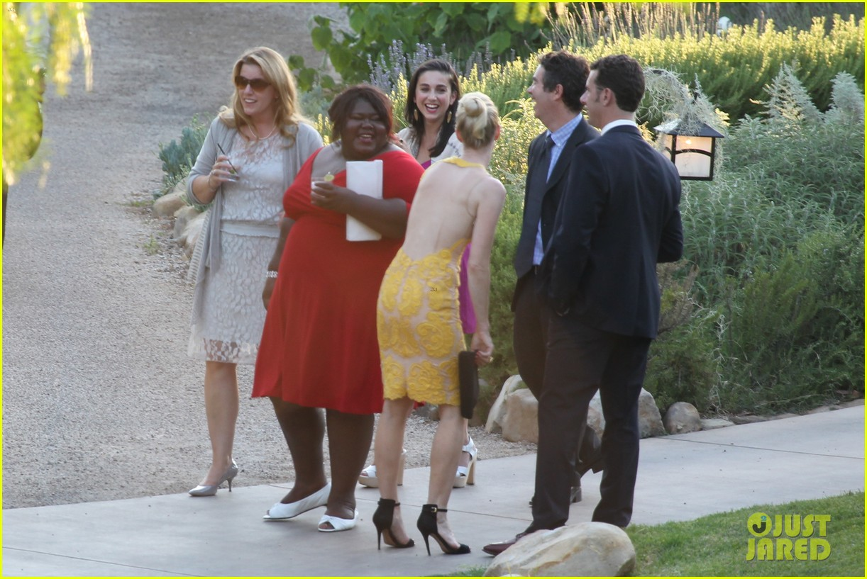 gabourey sidibe wears bridal gown to jimmy kimmel wedding 06