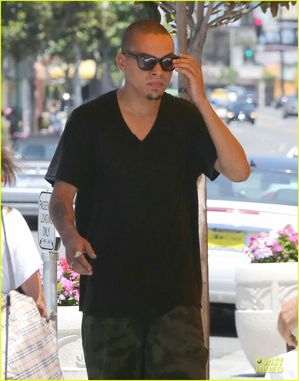 evan ross camouflages ashlee simpson house 20
