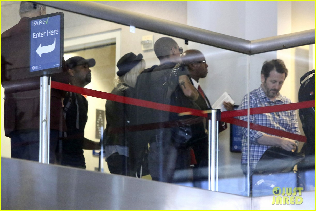 ashlee simpson evan ross travel together out of lax 03