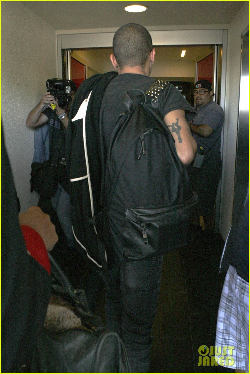 ashlee simpson evan ross travel together out of lax 042920091