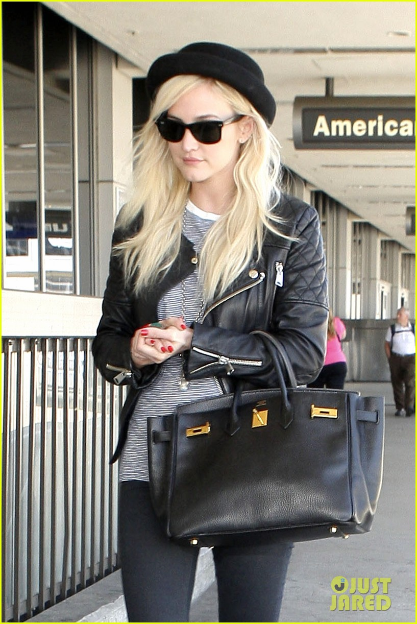 ashlee simpson evan ross travel together out of lax 10