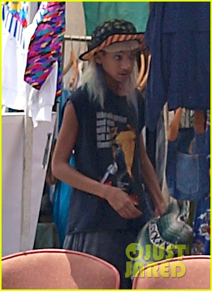 willow smith searches flea market for great finds 02