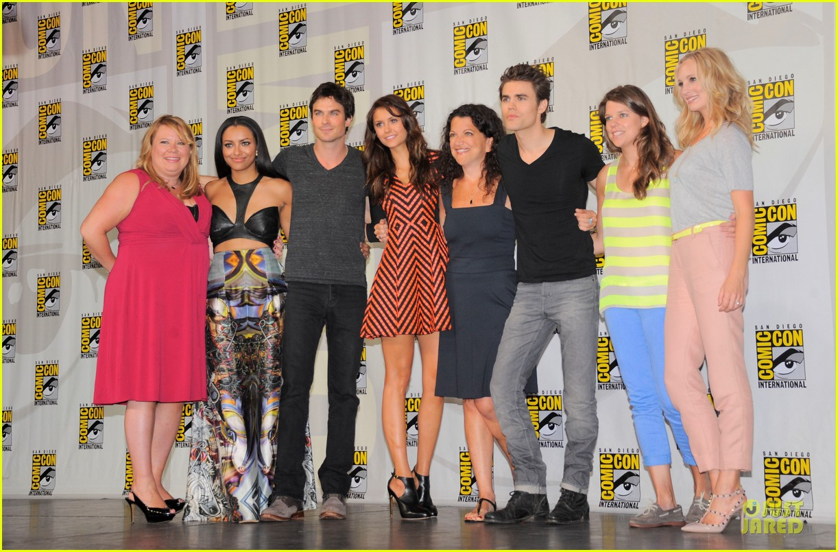 ian somerhalder nina dobrev vampire diaries at comic con 012914147