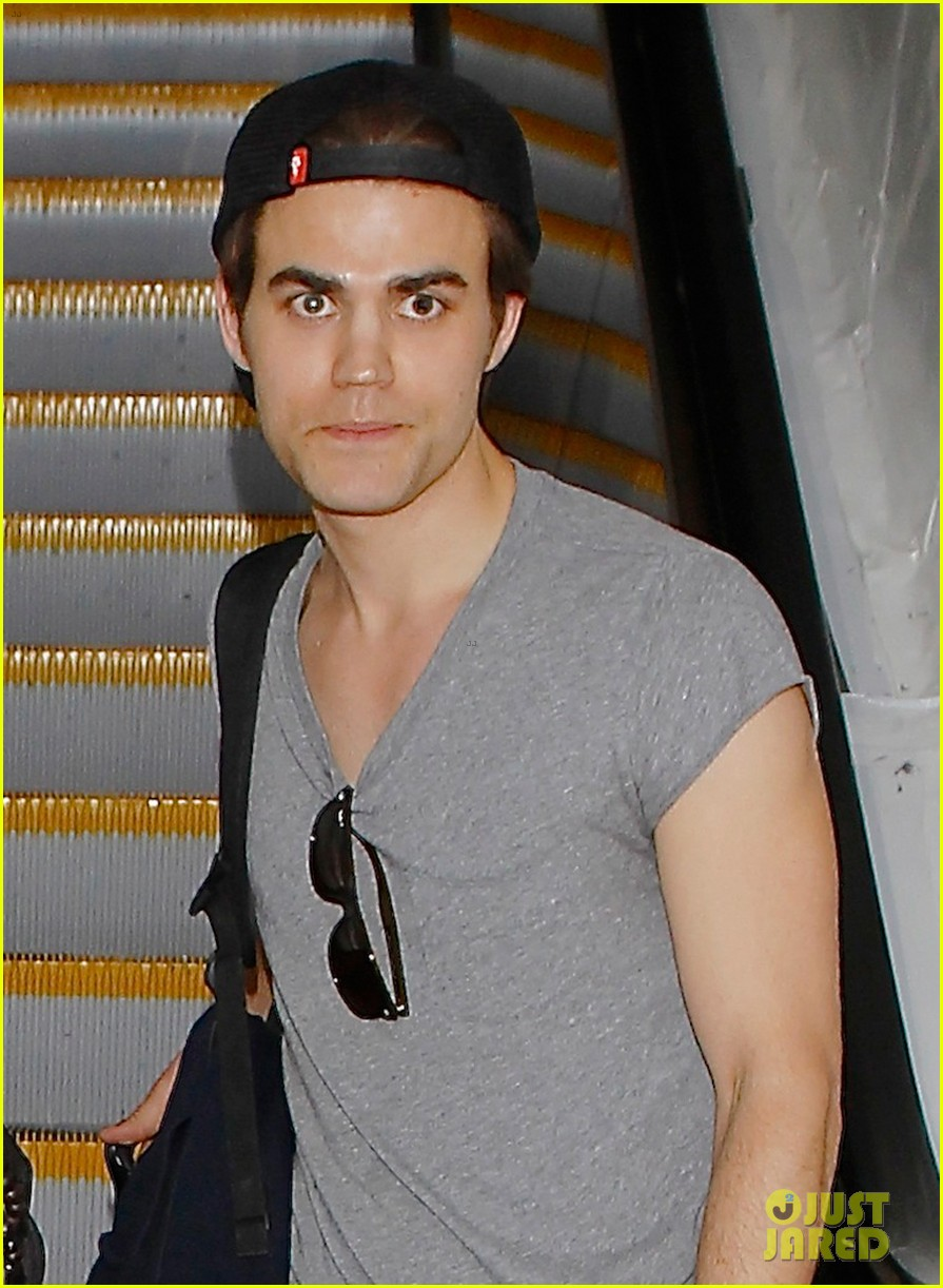 ian somerhalder paul wesley land at lax together 02