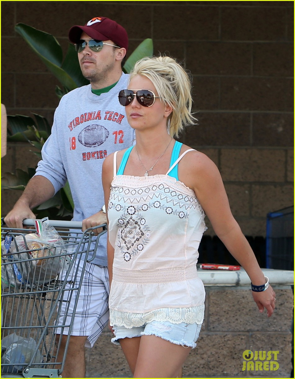 britney spears david lucado hold hands on fourth of july 08