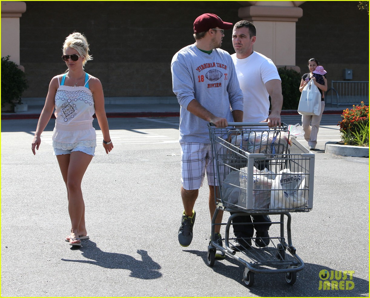 britney spears david lucado hold hands on fourth of july 09