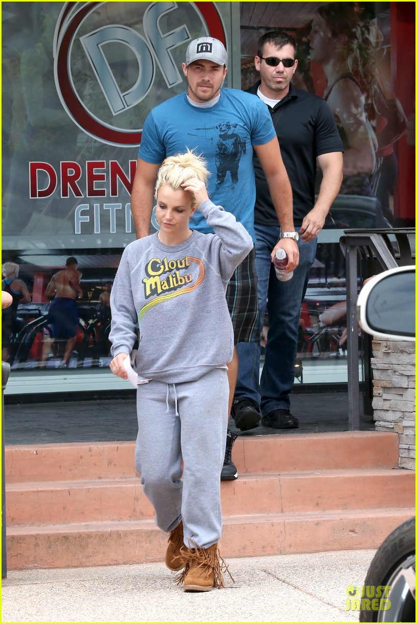 britney spears errands after movies with the boys 23