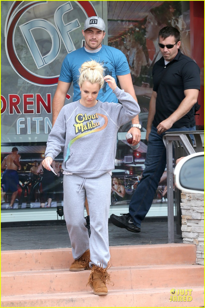 britney spears errands after movies with the boys 25
