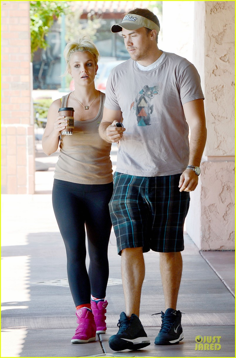 britney spears david lucado prep for weekend by shopping 01
