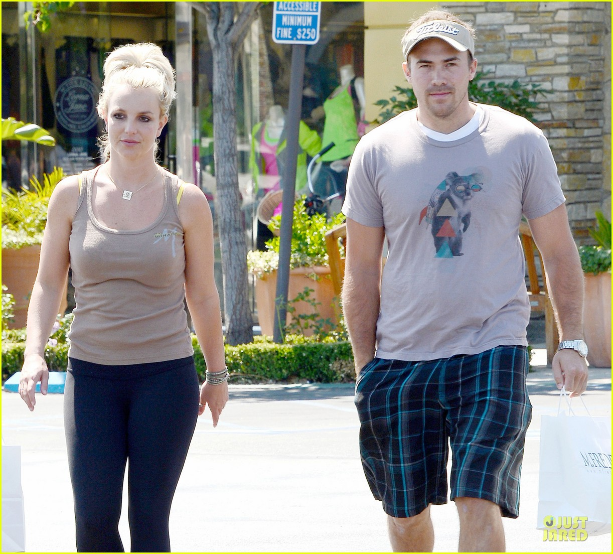 britney spears david lucado prep for weekend by shopping 02