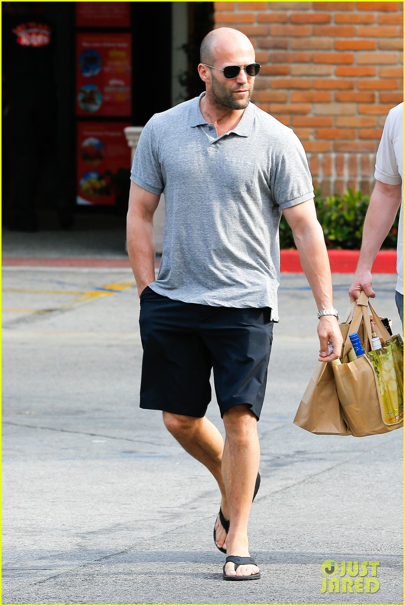 jason statham pre fourth of july grocery run 012903865