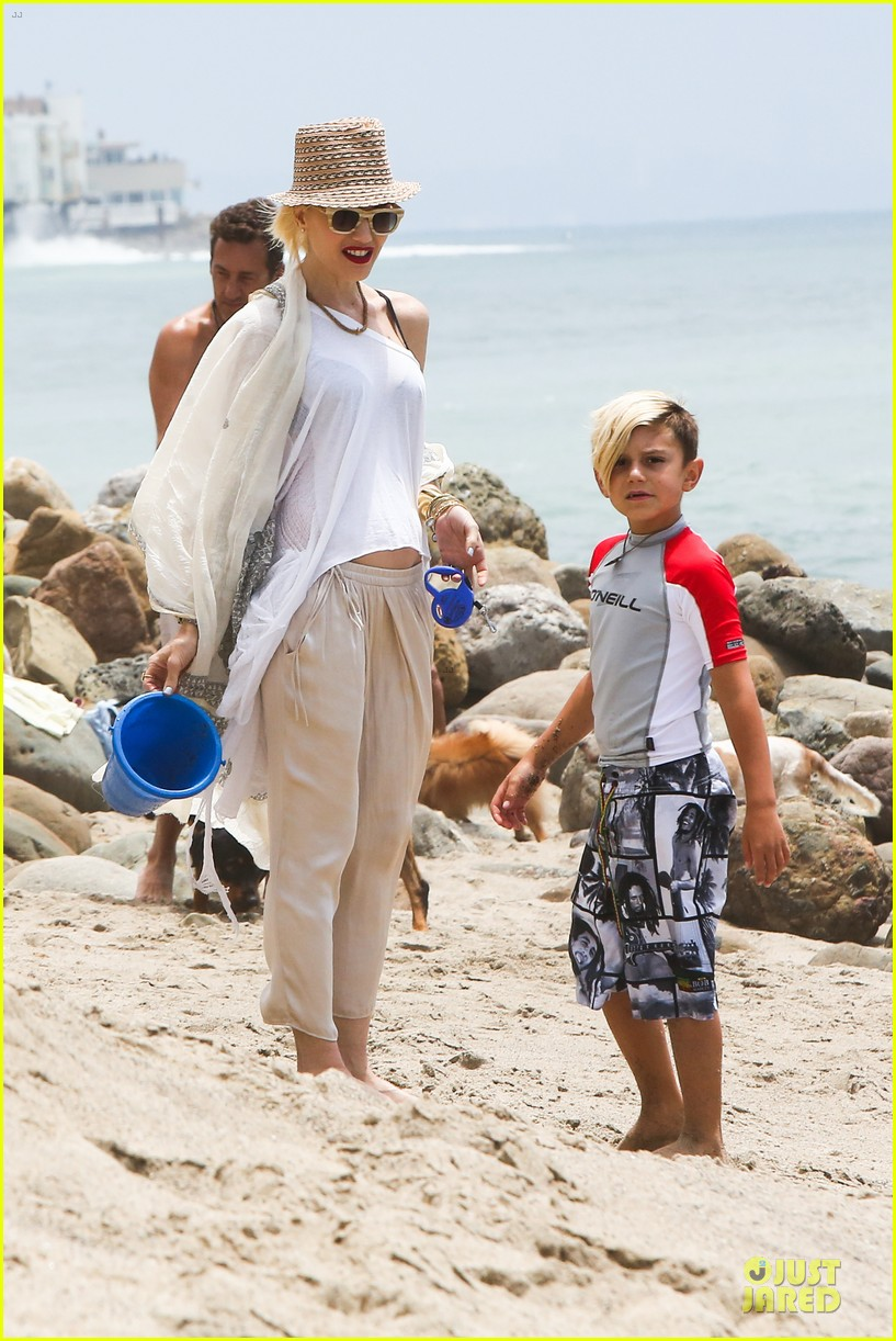 gwen stefani malibu beach mama with kingston zuma 08