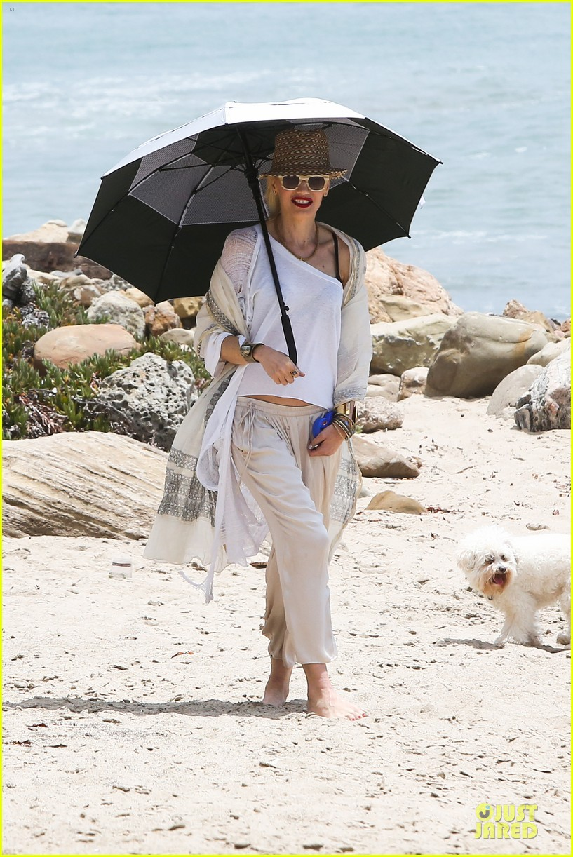 gwen stefani malibu beach mama with kingston zuma 292909013