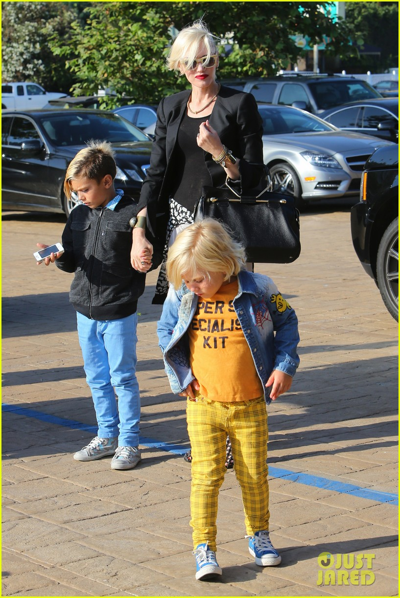 gwen stefani kids have sunday dinner at nobu 032909536