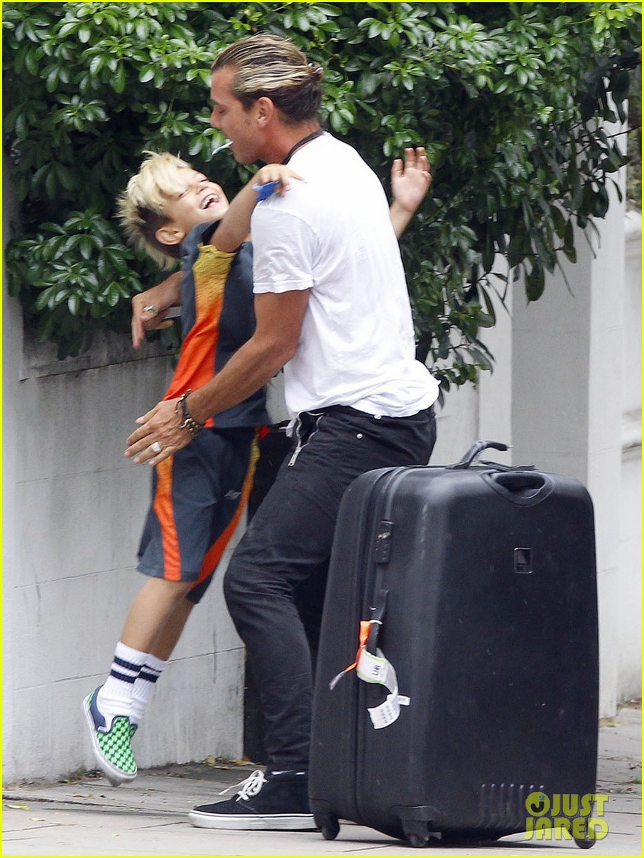 gwen stefani gavin rossdale roam london with the boys 062919427