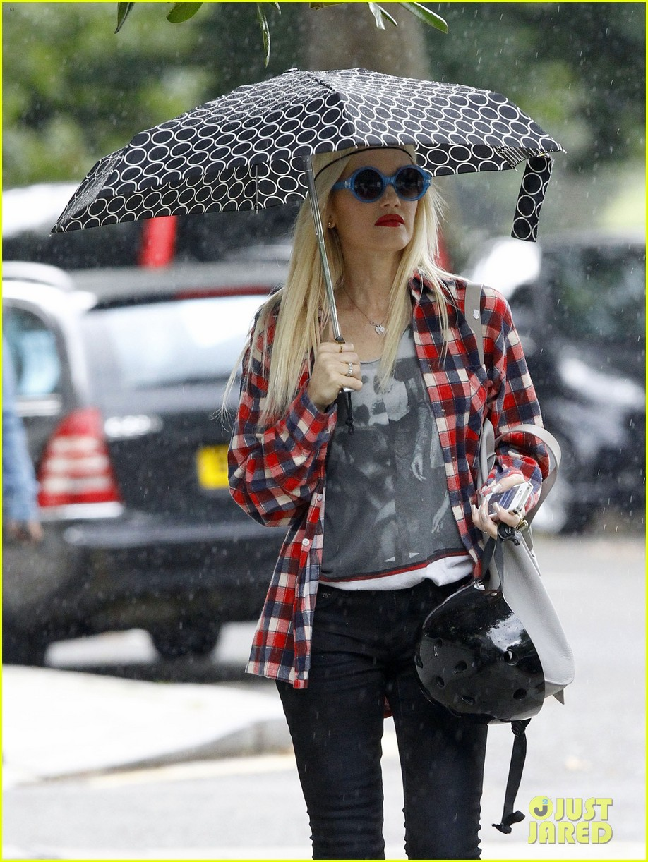gwen stefani gavin rossdale roam london with the boys 132919434