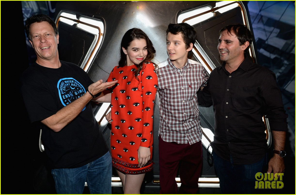 hailee steinfeld asa butterfield enders game at comic con 20