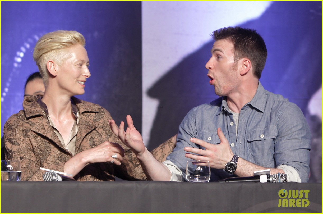 tilda swinton chris evans snowpiercer seoul press conference 13