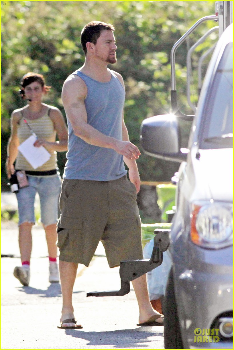 channing tatum visits jenna dewan on witches of east end set 09