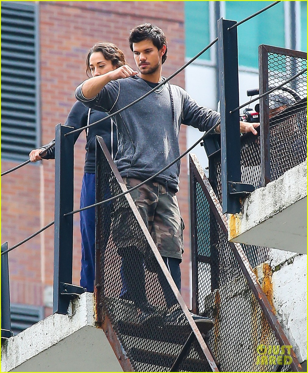 taylor lautner marie avgeropoulos tracers romance 16