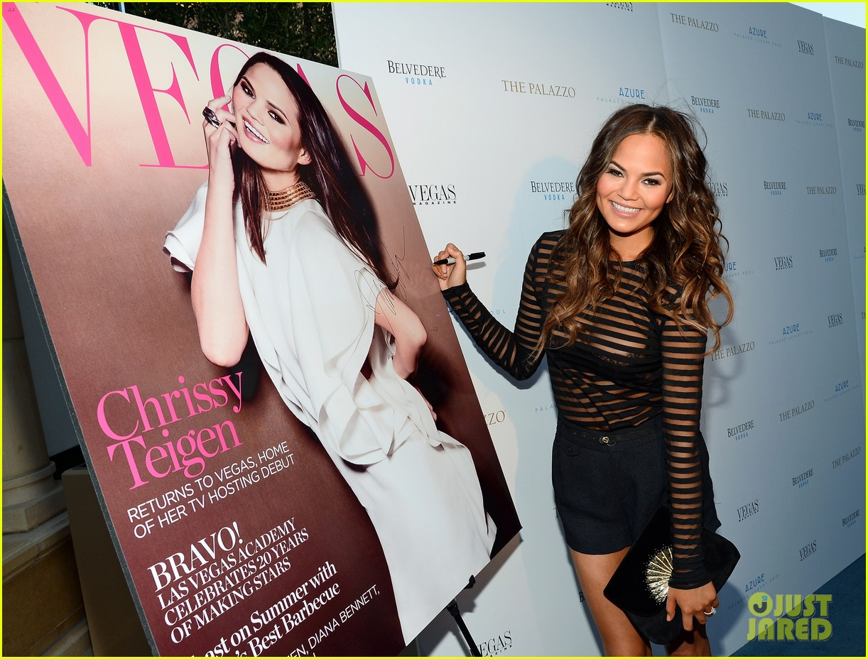 chrissy teigen vegas magazines summer issue party 01