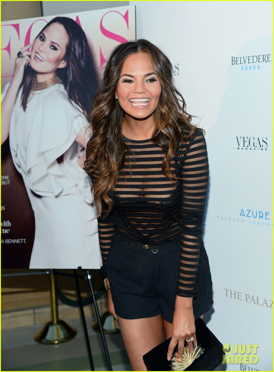 chrissy teigen vegas magazines summer issue party 03