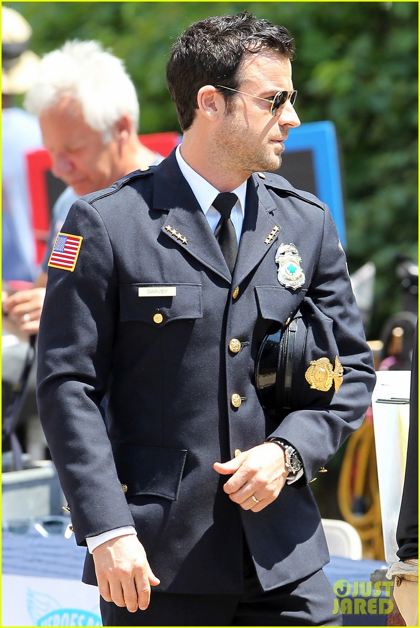 justin theroux is the man in uniform for the leftovers 20