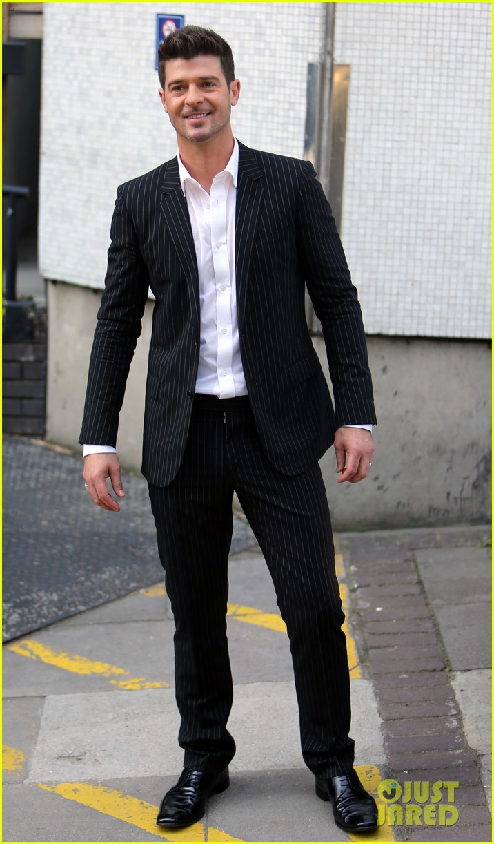 robin thicke blurred lines promo in london 03
