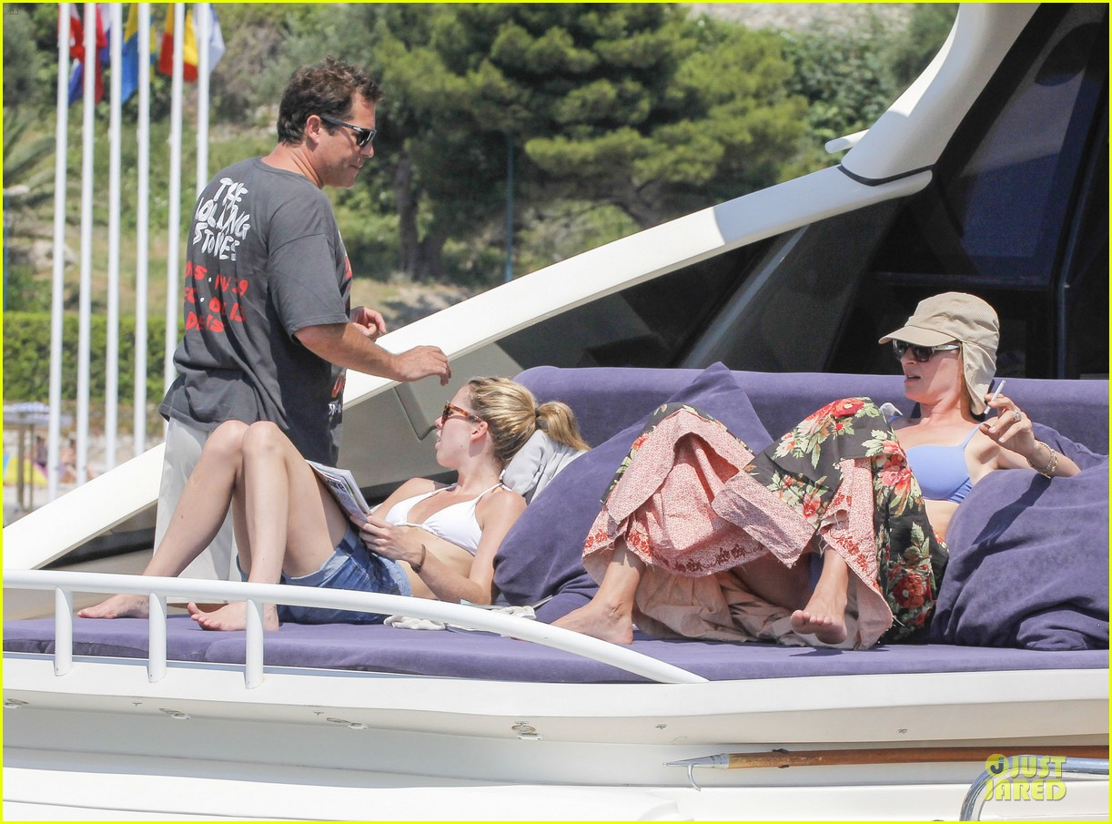 uma thurman bikini music boat ride 11