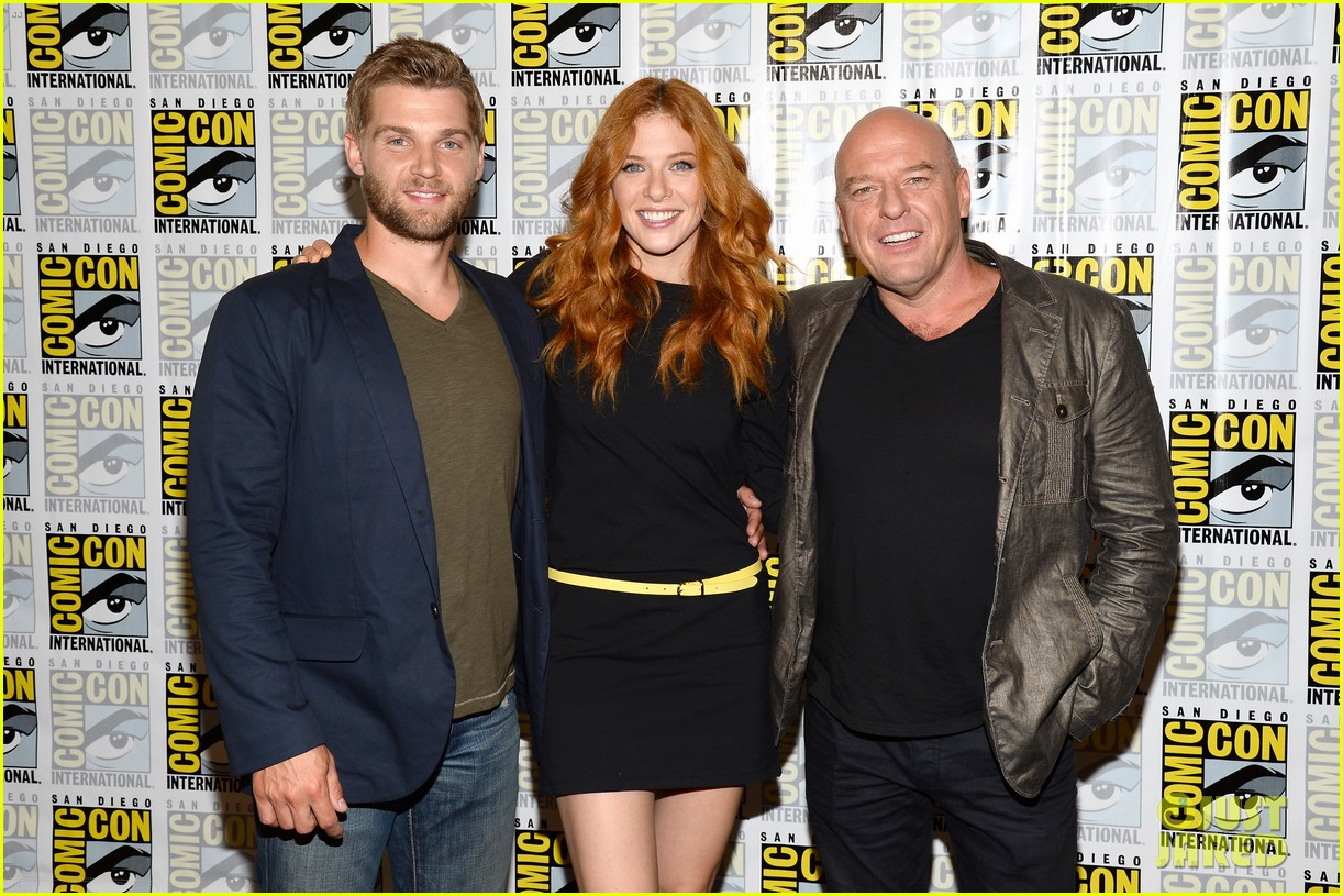 mike vogel rachelle lefevre under the dome at comic con 20