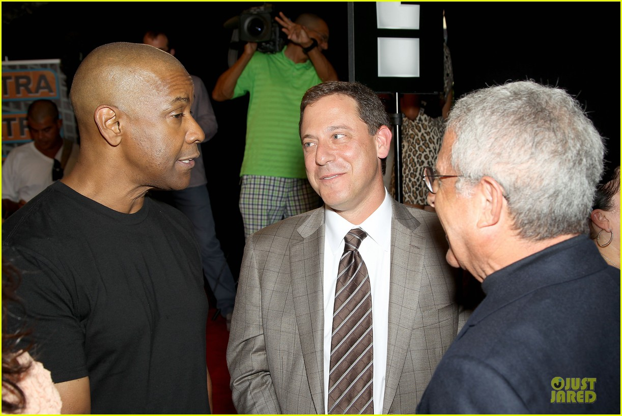 mark wahlberg denzel washington 2 guns nyc premiere 17