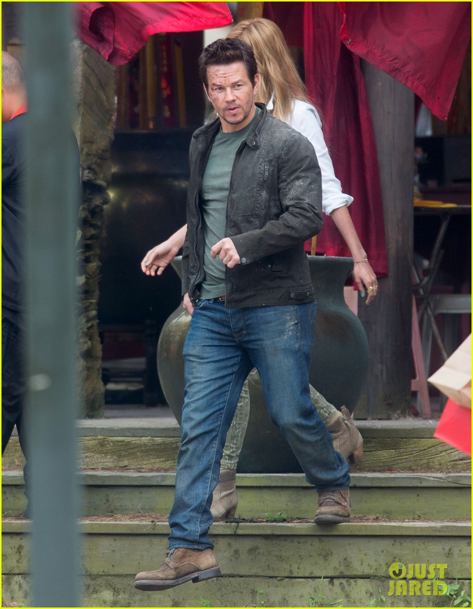mark wahlberg nicola peltz film transformers 4 with jack reynor 01