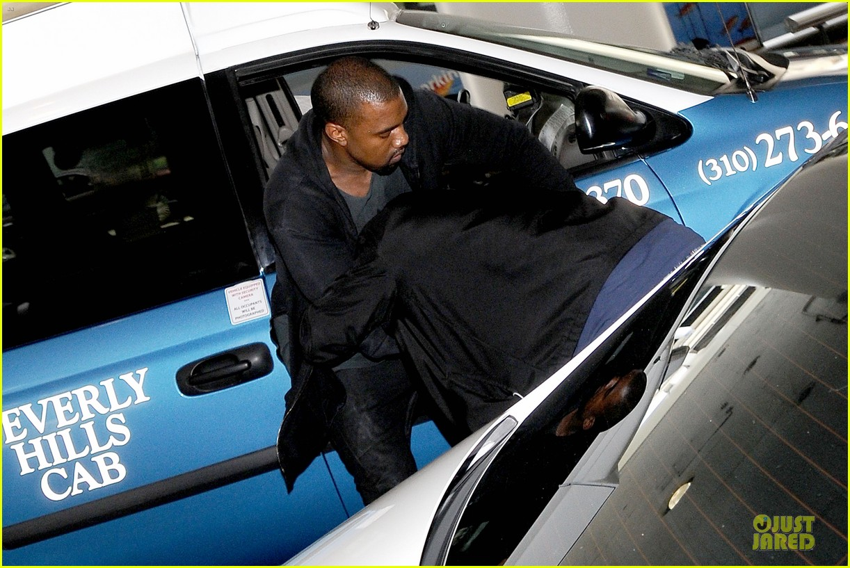 kanye west felony suspect after lax photographer scuffle 04