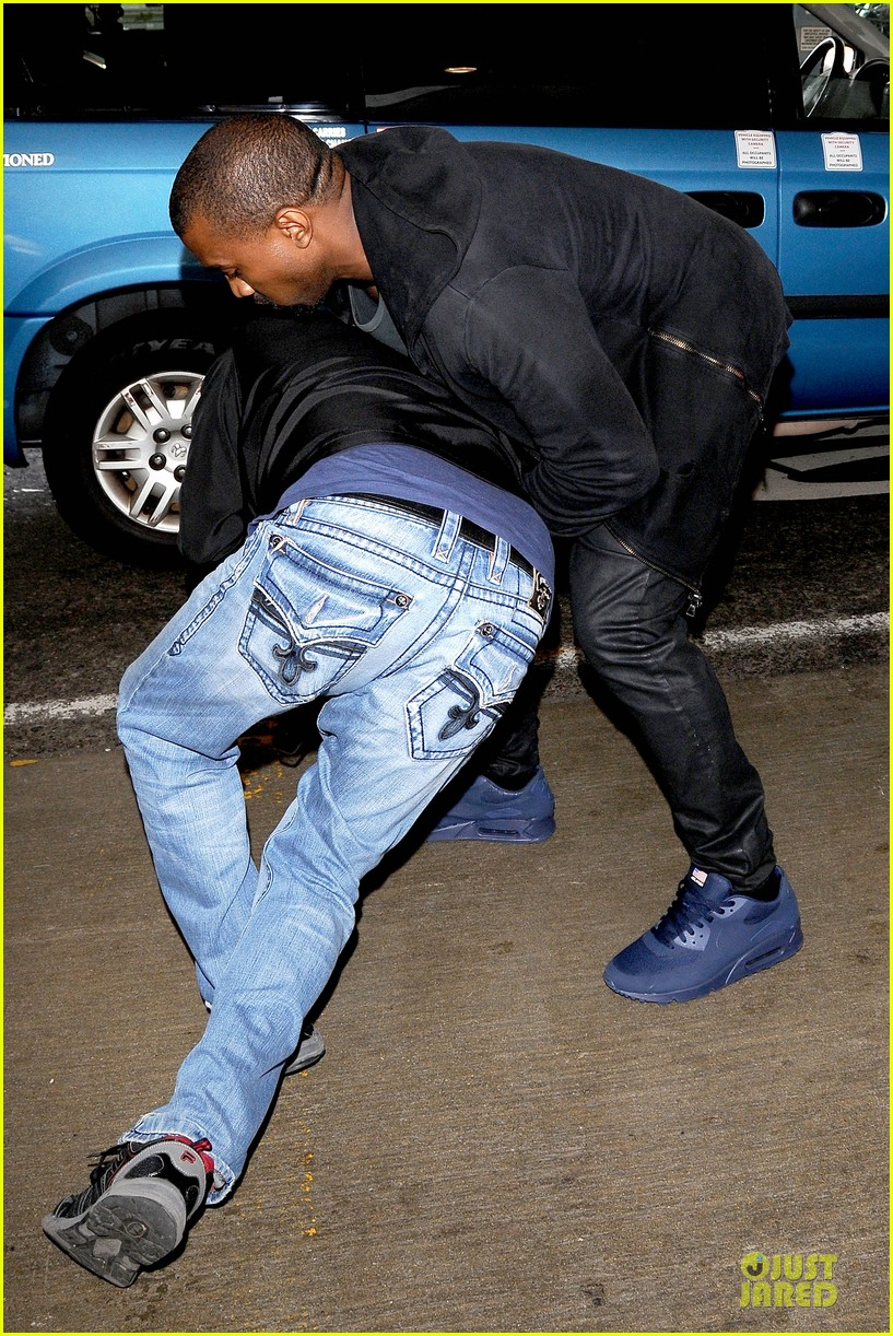 kanye west felony suspect after lax photographer scuffle 06