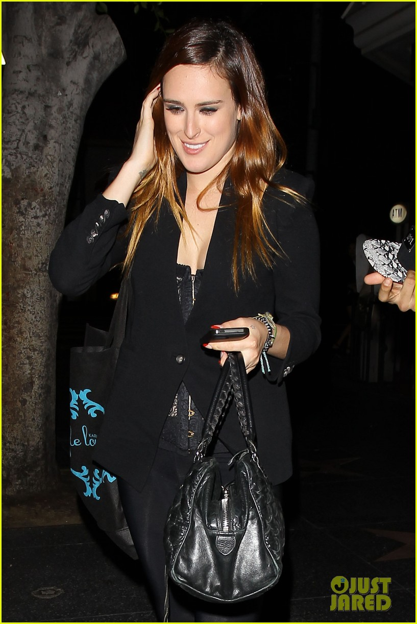 rumer willis performs at sayers club after pll guest spot 02