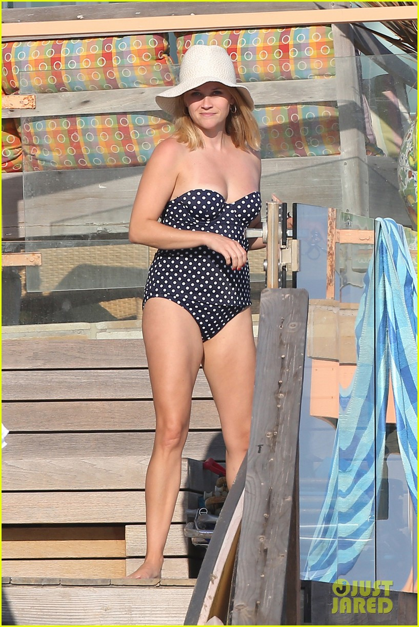 reese witherspoon beach holiday with jim toth tennessee 14