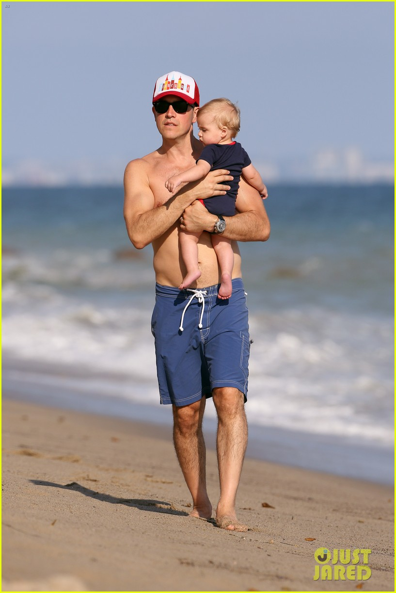 reese witherspoon beach holiday with jim toth tennessee 19