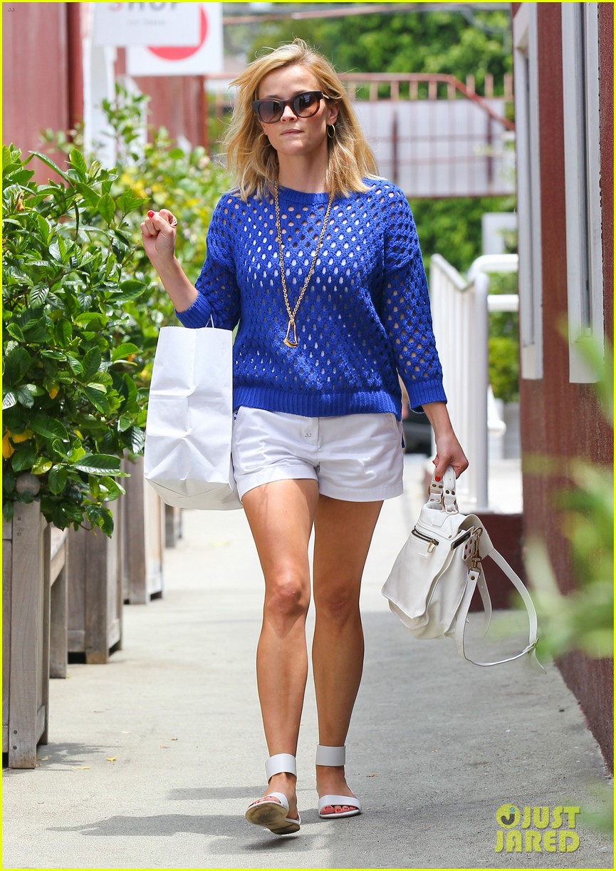 reese witherspoon brentwood country mart stop 16