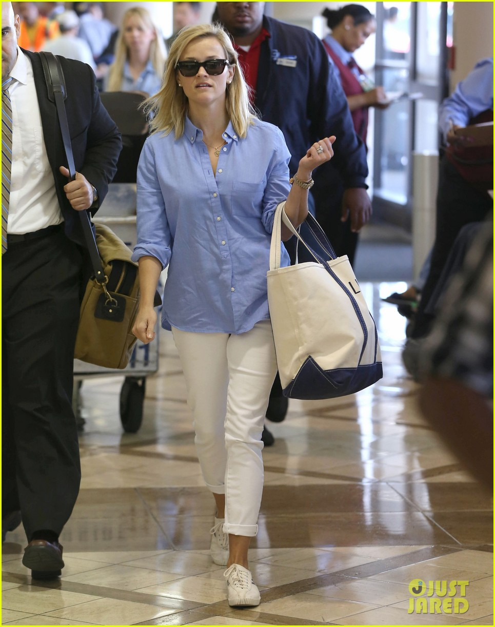 reese witherspoon flies the skies with baby tennessee 14