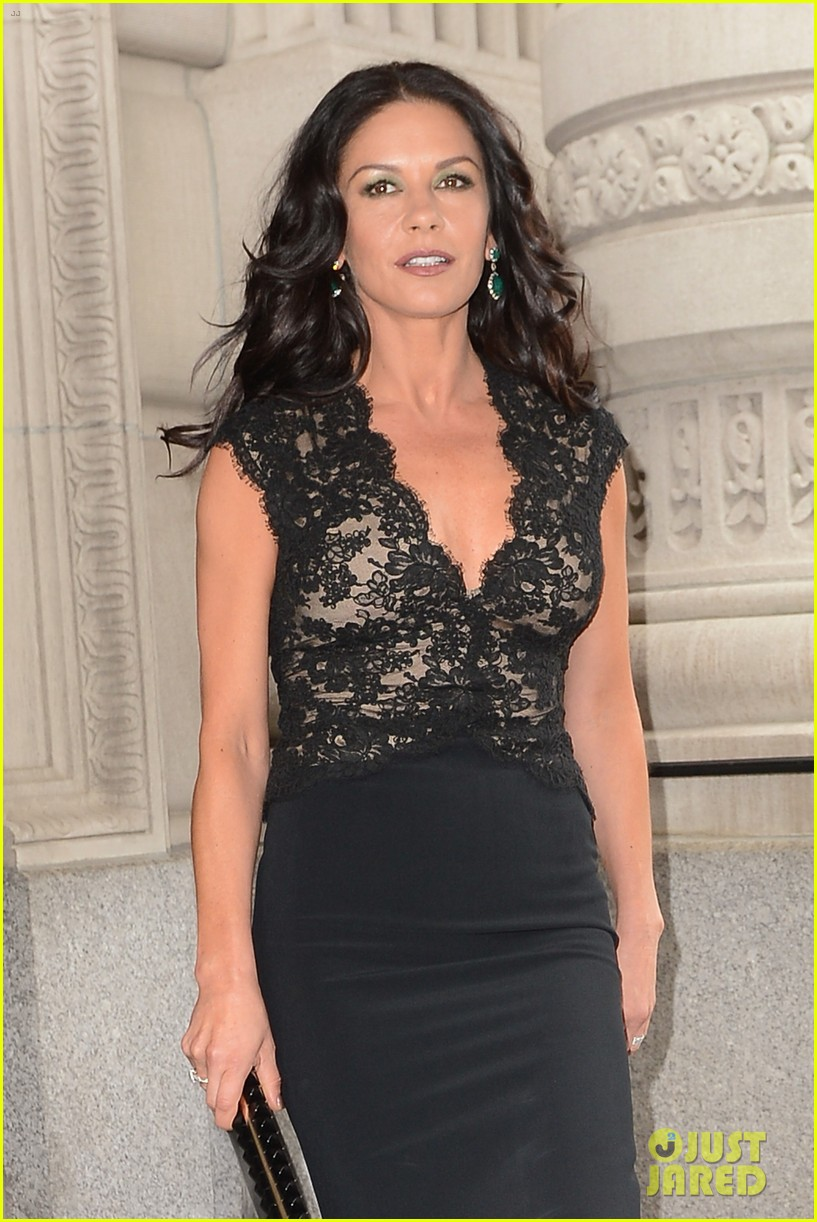 catherine zeta jones late night with jimmy fallon appearance 072911328