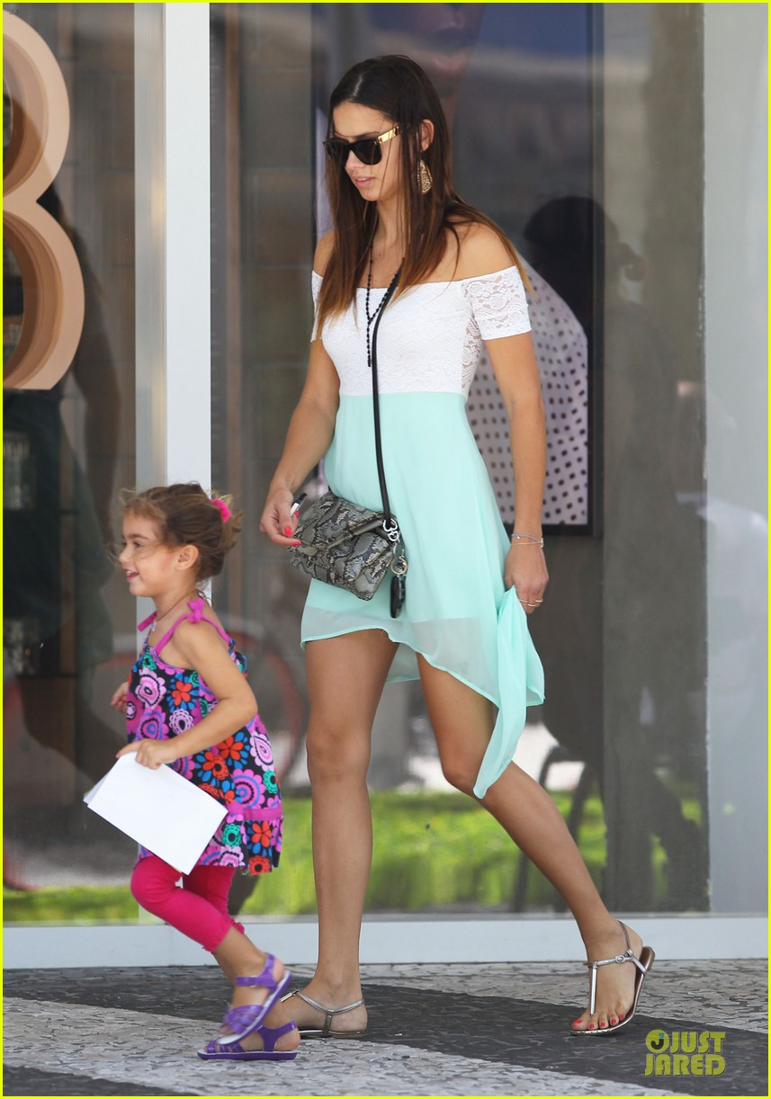 adriana lima family lunch with valentina sienna 18