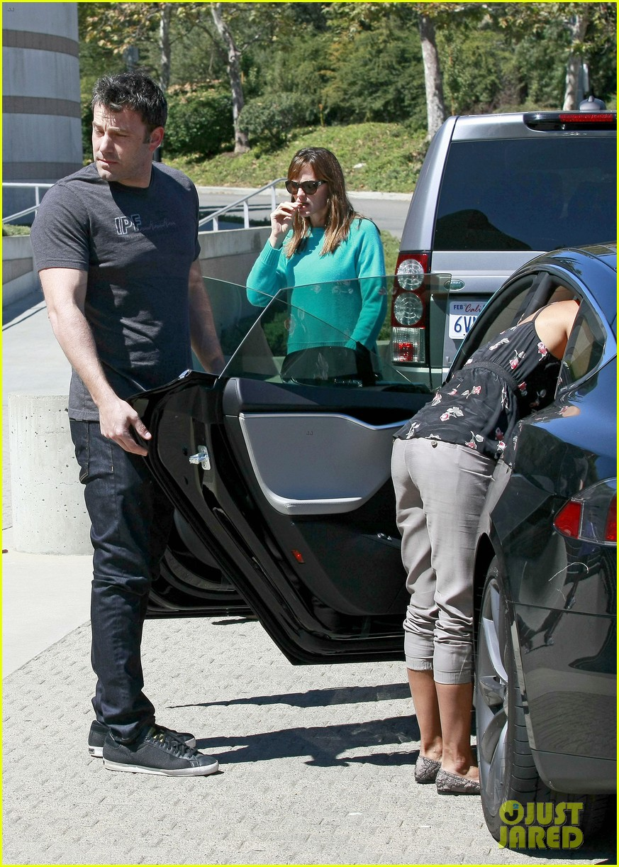 ben affleck spends day with family after batman casting news 042938195