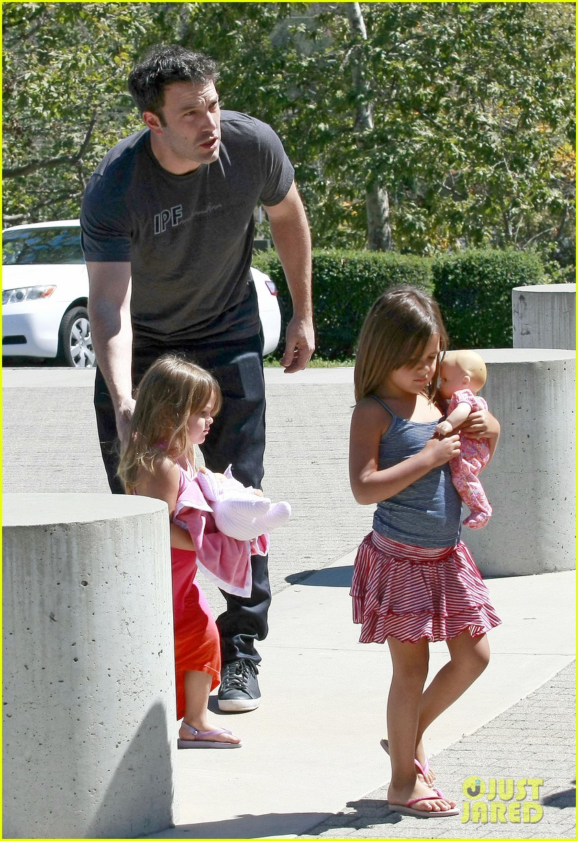 ben affleck spends day with family after batman casting news 05